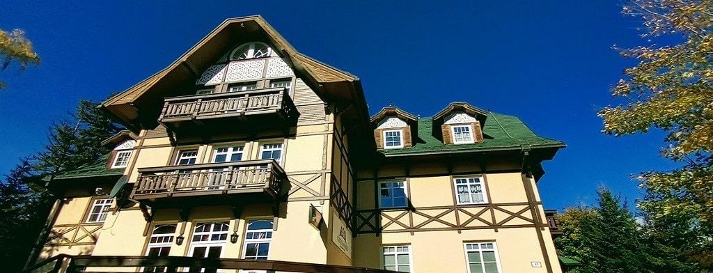 Hotel je situovaný v nádhernom prostredí tatranskej prírody v <strong>Novom Smokovci</strong>